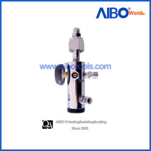 Click Type Oxygen Regulator with Gauge for Cylinder (4M1106) pictures & photos