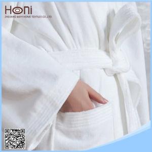 Luxury 100% Cotton Plain Hotel Bathrobe with Embroidered Logo pictures & photos