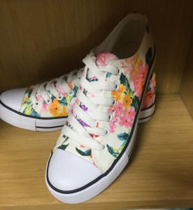 2016 Fashion Lady Shoes with Vulcanized Rubber Sole pictures & photos