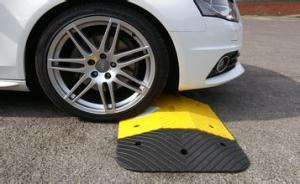 FRP Speed Bump/ Warning Sign/Building Material/Fiberglass pictures & photos