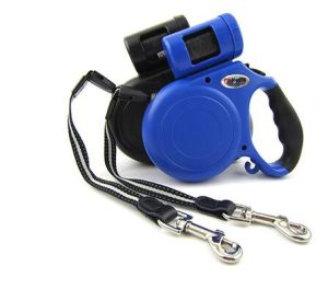Two Colors16FT Retractable Dog Leashes with Waste Dispenser pictures & photos