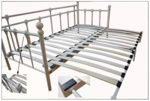 Metal Daybed with Bend Base pictures & photos