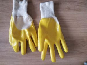 Cotton Interlock Shell Yellow Nitrile 3/4 Coated Safety Work Gloves (N6015) pictures & photos