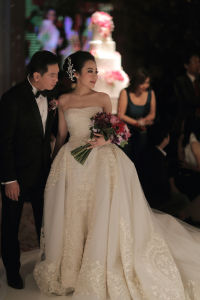 Luxury Princess Ball Gown Organza Bridal Dress