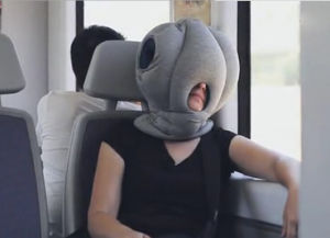 2016 Latest New Design Pretty Spring Hand Knit Ostrich Pillow pictures & photos