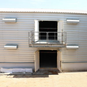 Prafab Steel Chicken House with Full Set Poultry Equipments pictures & photos
