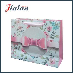 Glossy Laminated Ivory Paper Flowers & Printed Bowknot Gift Paper Bag pictures & photos
