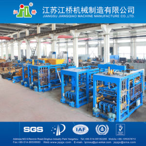 Full Automatic Hydraulic Concrete Brick Forming Machine (QT8-15) pictures & photos