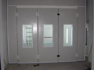 Spray Booth with Good Ventilation and Heating System pictures & photos