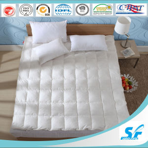 2-4cm Goose Feather Fill and Cotton Mattress Topper pictures & photos