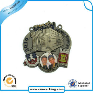 Custom Patches Embroidered Brand Badges pictures & photos