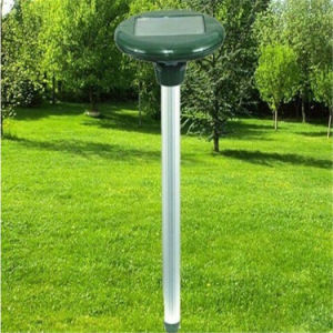 Solar Ultrasonic Pest Repeller Outdoor Snake / Mice Repeller pictures & photos