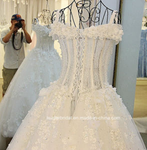 Beading Wedding Gown Stock 3D Flowers Bridal Wedding Dress E17913 pictures & photos