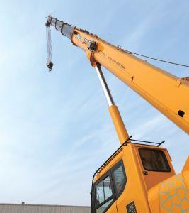 XCMG Construction Crane 55ton Hosting Crane for Sale (Xct55L5) pictures & photos