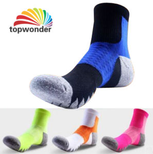 Custom Fashionable Sport Coolmax Socks in Various Designs and Sizes pictures & photos