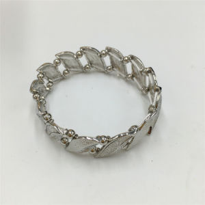 Fashion Alloy Leaf Bracelet Jewelry Bracelet pictures & photos