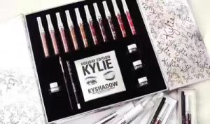 Kylie Jenner Holiday Box Limited Edition Lipgloss Kit Professional Makeup Kit pictures & photos