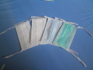 Disposable Non-Woven Face Mask (tie on type) pictures & photos