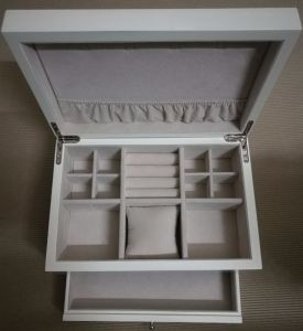White Painting Jewelry Storage Wooden Box pictures & photos