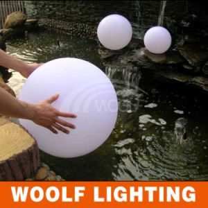 Woolf Outdoor Waterproof LED Illuminated Solar Energy Ball pictures & photos