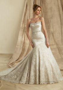 Satin Embroidery Train Wedding Gowns (WMA031) pictures & photos
