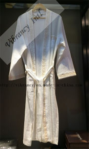 Fluffy Bathrobe/Wholesale Luxury Hotel Embroideried Bathrobe pictures & photos
