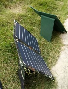 Solar Battery Travel Foldable Charger with Ce FCC Approved pictures & photos