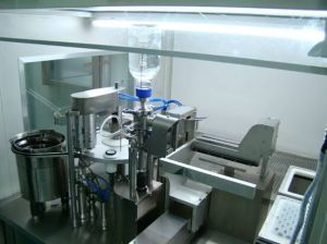 Plastic Pre-Filling Vacuum Syringe Filler and Stopper Machine pictures & photos
