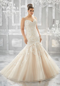 Spaghetti Bridal Dress Lace Appliqued Beaded Mermaid Wedding Gown Lb3221 pictures & photos
