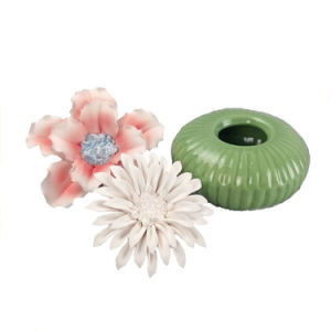 Ceramic Perfume Bottle Burner with Flower Cap pictures & photos