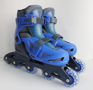 Plastic Inline Skate with EN 71 Certification (YV-135) pictures & photos