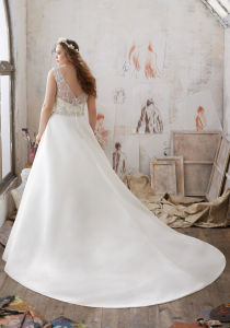 Duchess Satin A-Line Gown with Crystal Beaded Embroidery Plus Size Wedding Dress pictures & photos