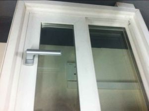 UPVC Window Door with UV Stable and Window Screen pictures & photos