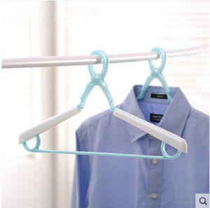 2015 New Style Fashion Plastic Hanger pictures & photos