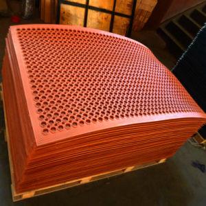 Anti Slip Rubber Mat, Drainage Rubber Mat Antibacterial Floor Mat Anti-Fatigue Mat pictures & photos