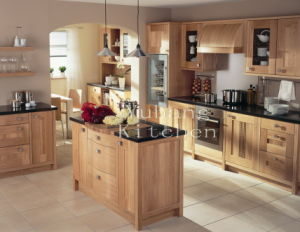 Solid Wood Kitchen Cabinet #254 pictures & photos