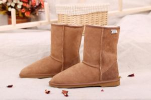 Casual Comfortable Men Shoes Winter Warm Boots in Chestnut pictures & photos