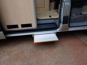 Lightweight Folding Ladder CE Certificate for Caravan pictures & photos