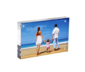 Clear Plexiglass Mini Curved Acrylic Photo Frames pictures & photos
