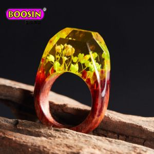 Unique Handmade Resin Wooden Rings with Natural Flower for Fashion Jewellery pictures & photos