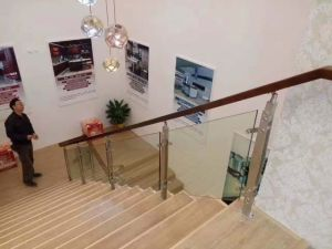 Hot Selling in Indian African Market Solid Wood Glass Handrail pictures & photos