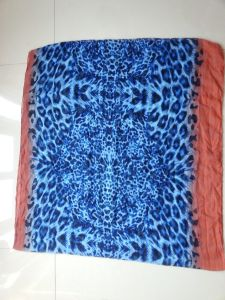 Blue Leopard Print Polyester Shawl for Women Winter Fashion Accessory pictures & photos