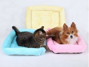 Three Colors Short Floss Pet Bed pictures & photos
