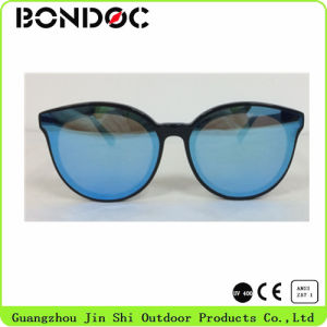 Nylon Lens New Stlye Hot Selling Fashion Sunglasses (JS-785) pictures & photos