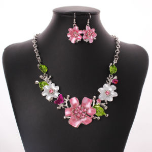 Fashion Leaves Flowers Diamond Statement Choker Necklace Earring Set Jewelry pictures & photos