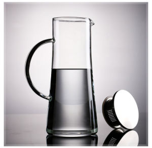 Large Capacity Water Pitcher/Carafe with Stailess Steel Lid and Handle pictures & photos