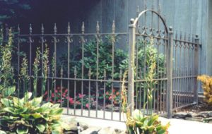 Elegant Wrought Iron Hand-Forged French Style Fence (UID-F004) pictures & photos