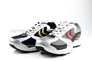 2016 Sports Shoes Injection PVC pictures & photos