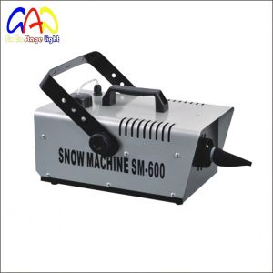 Stage Light 0.9L 600W Snow Fog Machine with CE pictures & photos