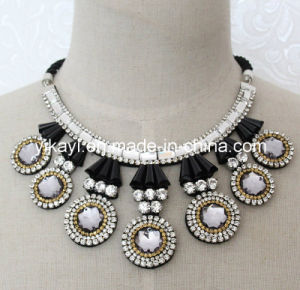 Lady Fashion Jewelry Grey Round Glass Crystal Collar Necklace (JE0194) pictures & photos